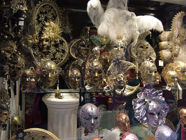 Masky na karnevalu v Benátkách